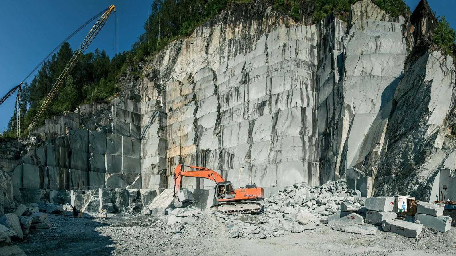 Agenzia De Luca - Serpentino e Graniti